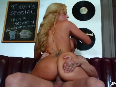 Insatiable blonde sucks and rides a boner with great vigor