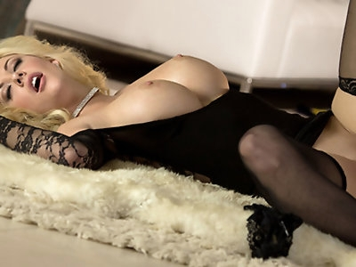 Courtney wants to start the new year on the right foot so she set up the perfect night for her lover!