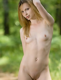 KIRA E   BY MAX_ASOLO - IMPRESSED - ORIG. PHOTOS AT 4200 PIXELS - © MET-ART FREE GALLERY
