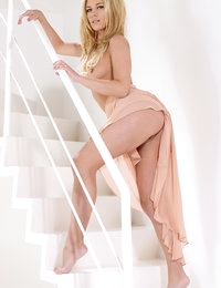 Leony April Pictures in Stairway to Pleasure