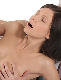 Cock hungry hottie Arian gives her man a bald pussy stiffie ride then works him with her tender mouth til he explodes