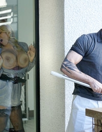 Stepmother Olivia Austin seduces handsome stepson during family holiday