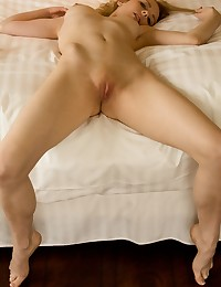 Roxanne Day climbs into bed photo #12