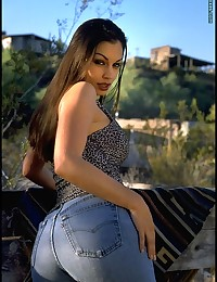 Blue Jeans to Nude photo #2
