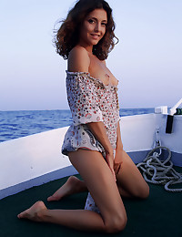 Naked beauty on the sea photo #3