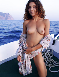 Naked beauty on the sea photo #5