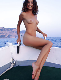 Naked beauty on the sea photo #9
