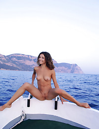 Naked beauty on the sea photo #10