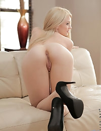 Nubiles.net - featuring Nubiles Delilah Blue in magic-wand-lover photo #9
