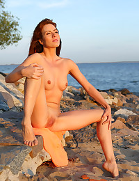 Renata in Sunset | avErotica.com photo #13
